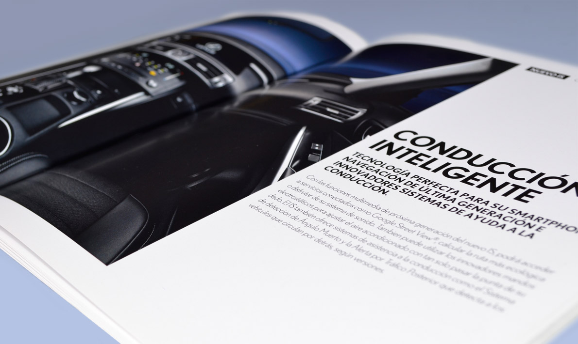 Interior catálogo Lexus